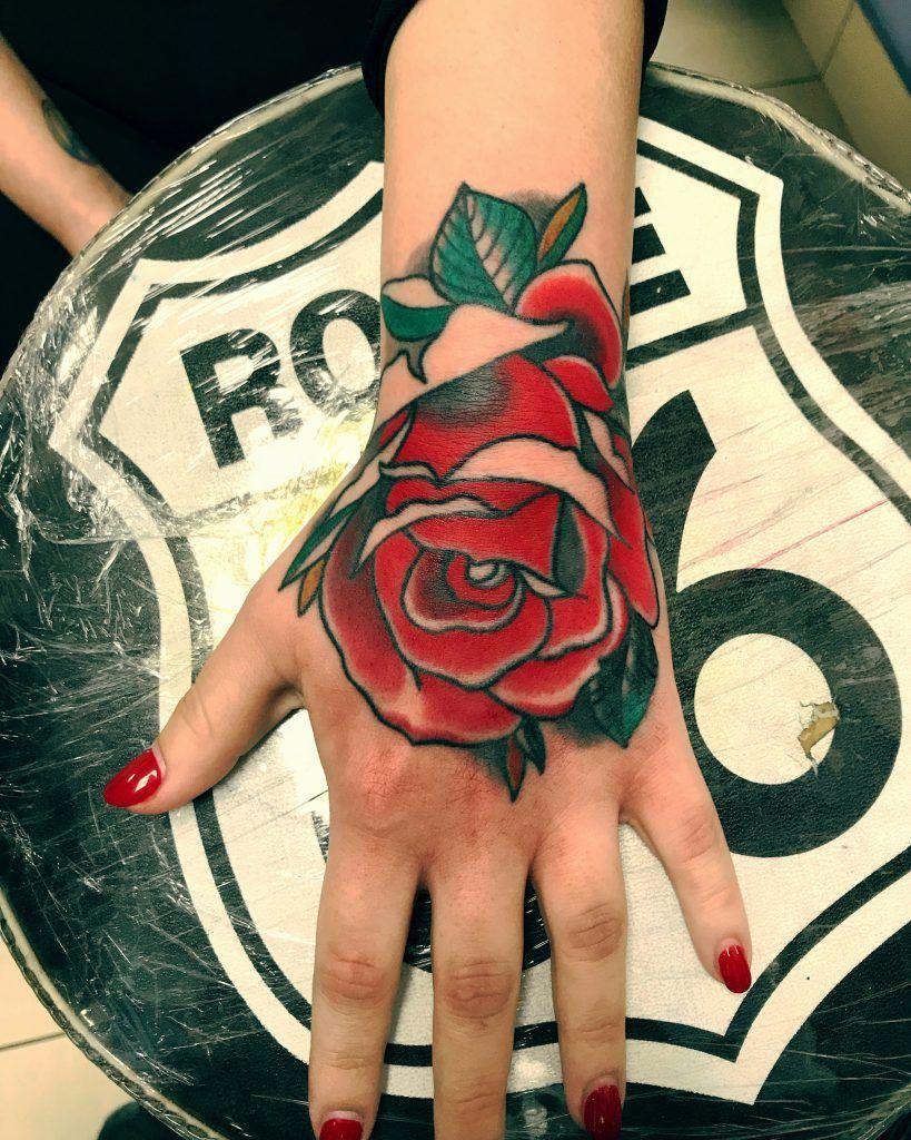Tatuaggio Rosa sulla Mano